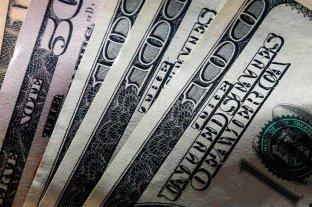 """Dólar hoy: sube en los bancos y el """"blue"""" se mantiene estable en 159 pesos"""