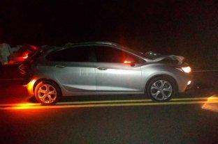 Helvecia: un auto chocó contra dos caballos y murió el conductor