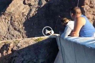 Video: un turista saltó ebrio al Dique Valle Grande y terminó en terapia intensiva -