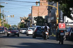 Atestada de vehículos y en mal estado: en Salvador del Carril se complica transitar - Constante e intenso tráfico, a cualquier momento del día sobre Salvador del Carril.