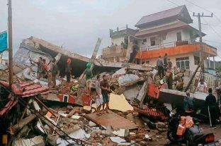 Un sismo de magnitud 6.2 en Indonesia dejó al menos 35 muertos y cientos de heridos