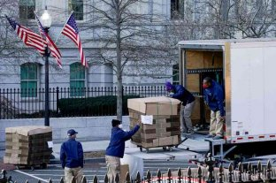 El inicio de la salida de Trump: la imagen de un camión de mudanzas en la Casa Blanca que se hizo viral en redes