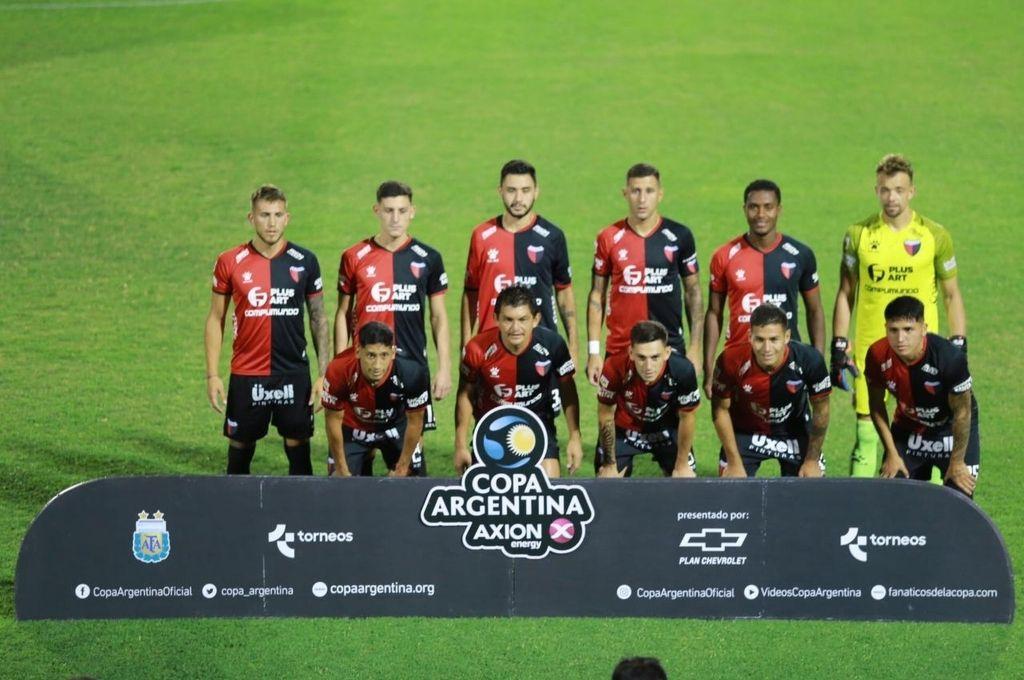 Hay equipo. Con una sola variantes (Farías de entrada), Domínguez presentó un conjunto con mayoría de jugadores titulares. Crédito: Diego Arias - Pool Argra