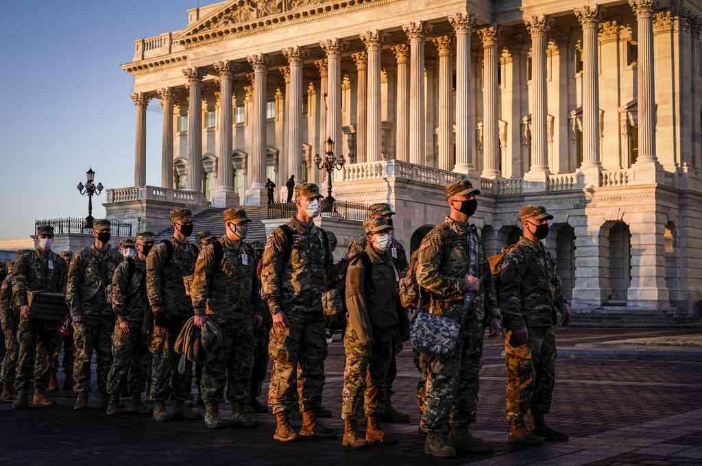 Los efectivos de la Guardia Naciona contarán con equipo antidisturbios y armas, pero hasta ahora no han sido autorizados a portarlas mientras estén en las calles de Washington. Crédito: Reuters