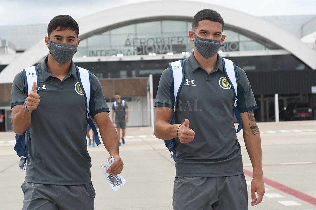 Jugadores de Central en el aeropuerto de Rosario. Crédito: @CARCoficial