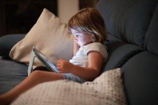 Chupete electrónico: aumentaron las  horas en el celular y play, ¿qué hacer?