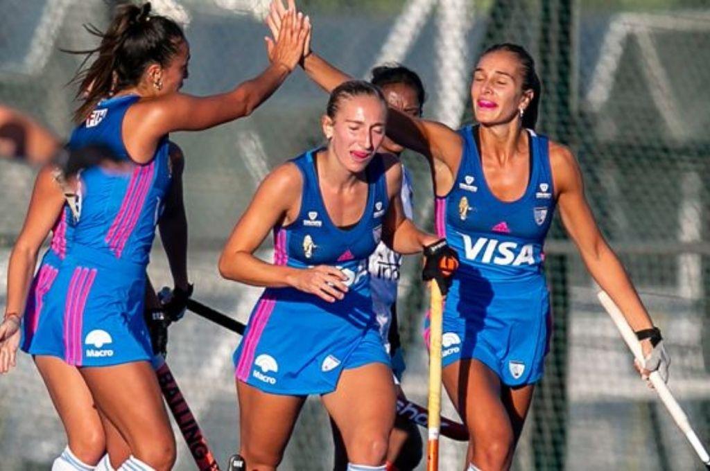 Festejan las chicas argentinas, tras conquistar uno de los tantos en su primer examen internacional de la temporada. Crédito: Gentileza