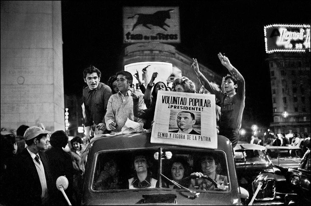 El peronismo es un líquido que votó a Perón, Frondizi, Menem y Kirchner. Hay variantes. Aceptó economistas de todo tipo y calaña y no han logrado destripar a la Central Obrera como eje corporativo. Crédito: Sara Facio - Archivo El Litoral