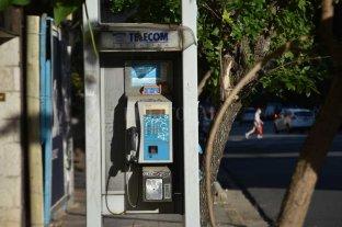 Teléfonos públicos en la ciudad de Santa Fe: huellas de un pasado no muy lejano -  -