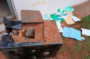 Rompieron la caja fuerte pero no pudieron llevarse el dinero - En el afán por romper la caja, los delincuentes obstruyeron un compartimento interno que era donde estaba el dinero. -
