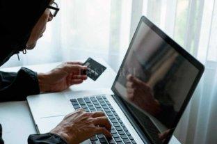 Alerta en Santa Fe por una nueva estafa que exige el pago de una tarjeta de crédito -