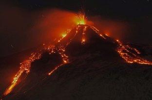 Italia: el volcán Etna entró en erupción
