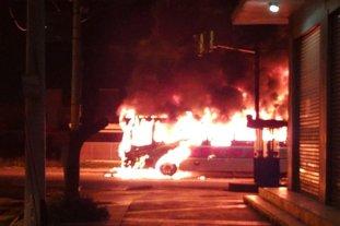 Video: se incendió un colectivo urbano en Córdoba
