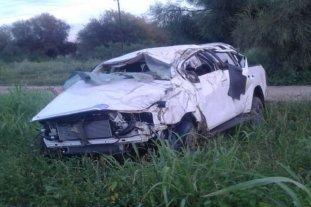 Cuatro mujeres muertas y un joven herido tras el vuelco de una camioneta en Santiago del Estero