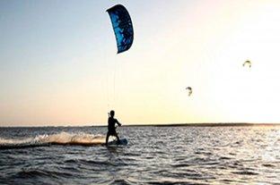 Hallaron muerto al kitesurfista desaparecido en aguas del río Paraná - Imagen ilustrativa -