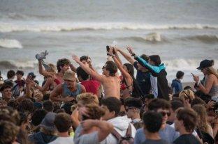 Pinamar prohíbe el consumo de bebidas alcohólicas y el uso de parlantes en espacios públicos
