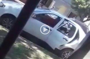 Video: una mujer destrozó el auto de su expareja a martillazos  -