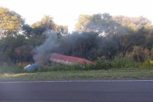 Corrientes: un camión volcó sobre la Ruta 12