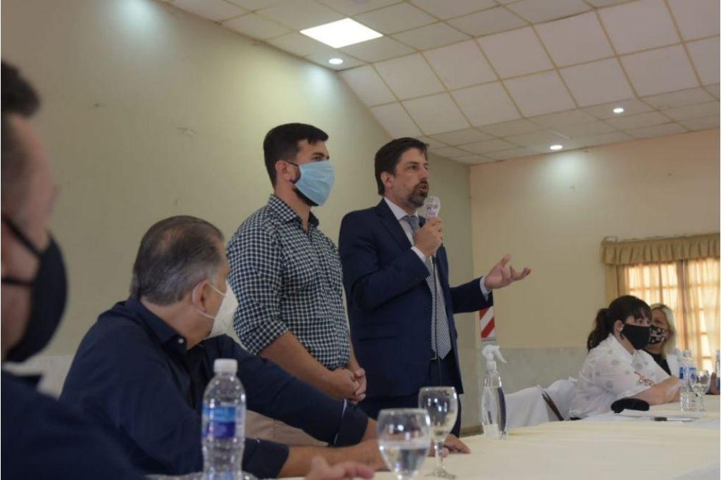 Se reúne con funcionarios provinciales Crédito: Gentileza