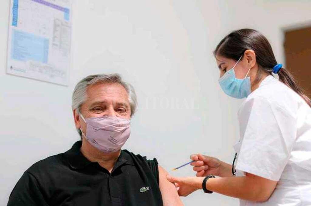 Alberto Fernández recibió la primera dosis de la vacuna Sputnik V -  -