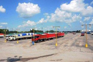 Casi 3.000 camiones menos en los puertos santafesinos por el paro de transportistas
