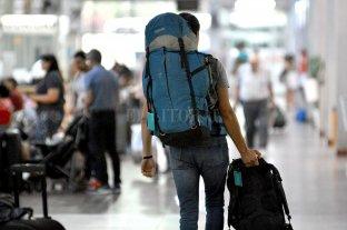 Recomiendan 10 días de aislamiento social a quienes regresan de viaje