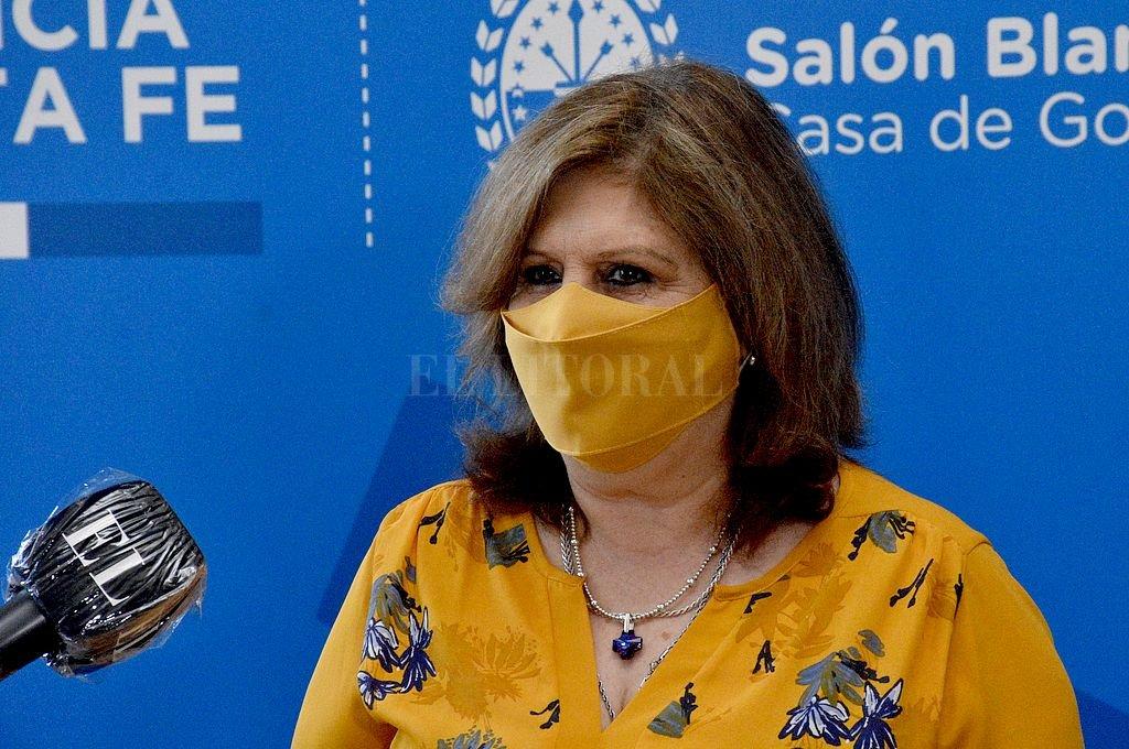 """Adriana Cantero: """"Santa Fe es una de las provincias que más docentes vacunó contra el Covid"""" - Adriana Cantero, ministra de Educación de la provincia. -"""