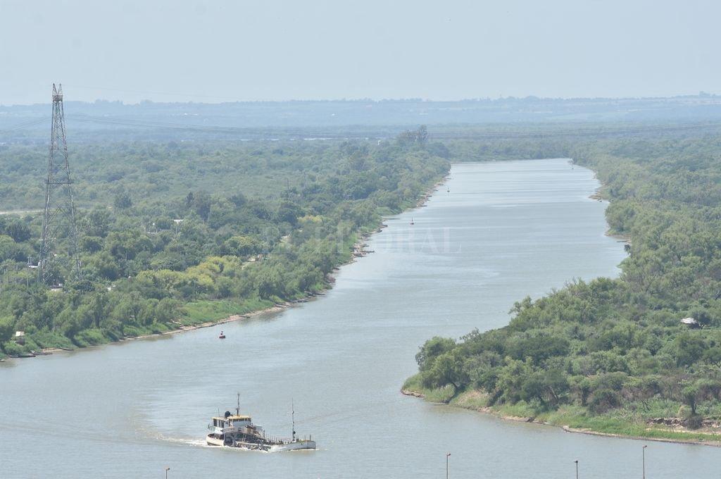 El río Paraná crece de forma sostenida y en febrero llegaría a los dos metros - El repunte del caudal en Santa Fe tranquiliza a quienes deben navegar el río en barcos de gran calado.  -