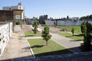 El Cementerio Municipal ya luce las  primeras obras de acondicionamiento - Tras la demolición de las secciones 119, 120 y 125, y parcial de la 136, surge una nueva área de espacio verde, que da continuidad a la existente. -