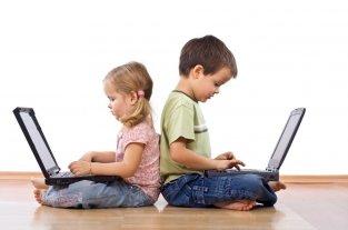 Recomiendan trabajar la pausa, estar atentos y dialogar con niños ante el uso de las redes sociales