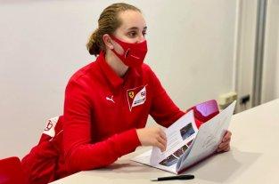 Maya Weug, la piloto de 16 años que se convirtió en la primera mujer en entrar a la Academia Ferrari