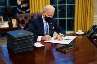 Biden firmó decretos de ayuda alimentaria, protección a desempleados y salario mínimo de 15 US$/hora