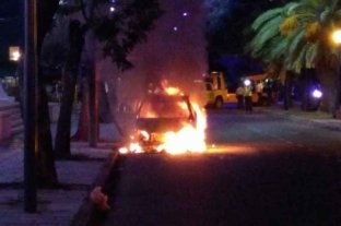 Un remís se incendió en Boulevard Pellegrini  -  -
