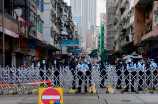 Hong Kong aísla un barrio entero en su primer confinamiento por Covid
