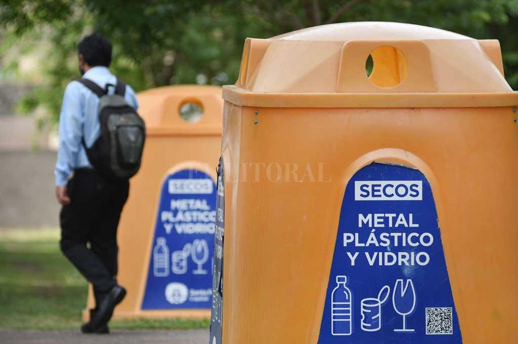 Tres caminos para transformar la basura en materiales - Punto Limpio en la Plaza Virgen del Rosario (Parque Sur). Allí, como en otros sitios distribuidos por la ciudad, se puede llevar papel, cartón, plástico, latas, vidrio, Telgopor y corcho. Todo limpio y seco. -