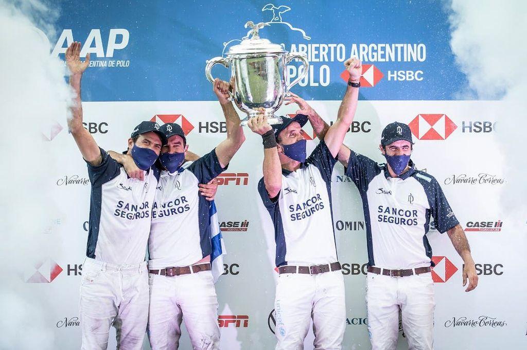 ¿El último Dream Team ?. La Dolfina, celebrando la obtención del título en el Campeonato Argentino Abierto de Palermo 2020. Crédito: Gentileza La Nación