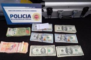 Córdoba: lo detuvieron con drogas, 145 mil pesos y 26 mil dólares