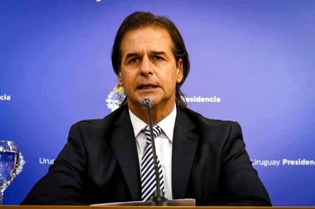 Uruguay planea vacunar a todo el personal de salud en tres días, cuando lleguen las vacunas  -  -