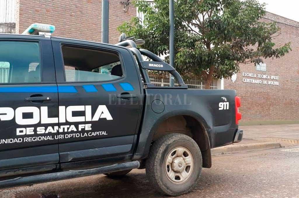 Una imagen que se repite. La policía asiste a la escuela tras un robo. Crédito: Archivo El Litoral