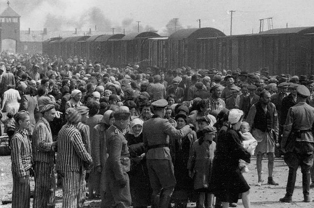 Judíos húngaros en la rampa de Auschwitz-II (Birkenau), Polonia, durante la ocupación alemana en 1944 Crédito: Gentileza