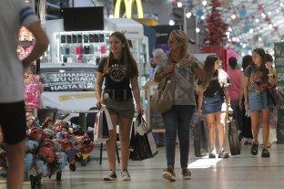 Caen ventas en supermercados y shoppings y crecen en los mayoristas