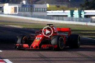 Carlos Sainz Jr. se subió por primera vez al Ferrari de F1 y mostró una rápida adaptación