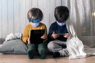 """Efecto YouTube: niños que hablan en """"neutro"""" y contenidos sin supervisión, ¿es un riesgo?"""