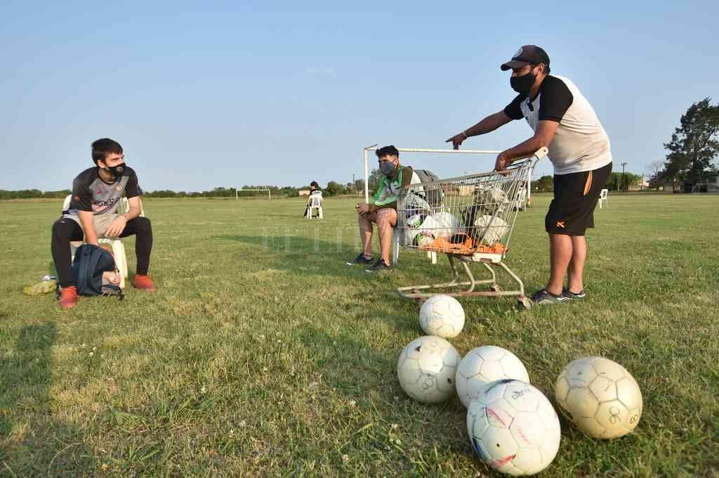 Por fin, luego de entrenar con estrictos protocolos, el fútbol liguista volverá a la competencia. Crédito: Manuel Fabatía