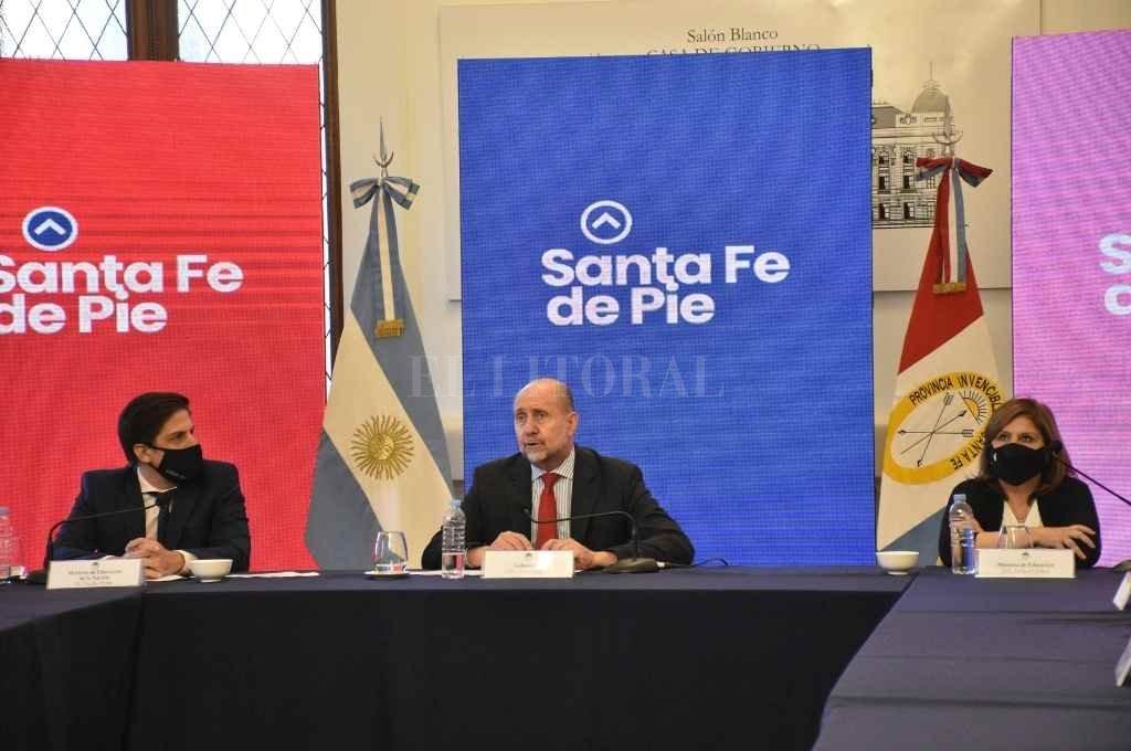 En conferencia de prensa, Trotta y Perotti ratificaron su compromiso con el regreso presencial a las clases fijado para el 15 de marzo.    Crédito: Pablo Aguirre