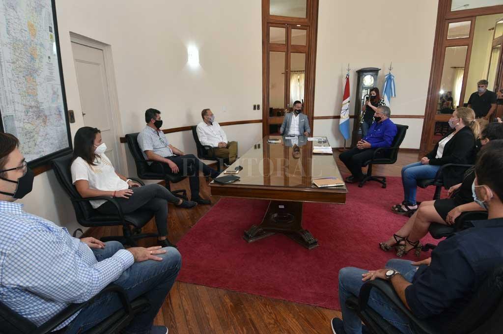 Mano a mano en la Casa Gris. Arrancó con la UCR el diálogo electoral; visitaron al ministro Sukerman. Crédito: Flavio Raina