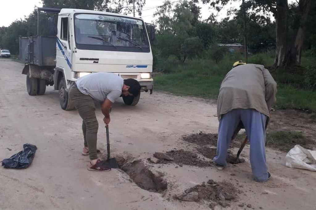 Operarios municipales en plena tarea en las calles de la ciudad costera.     Crédito: Gentileza