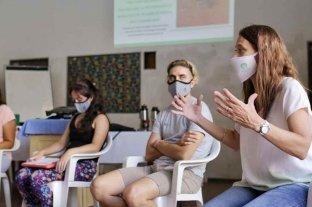 Dengue: capacitan a promotoras de salud