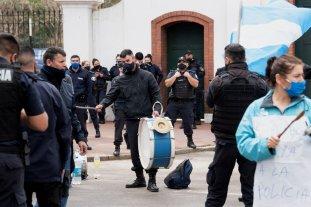 Desafectaron a 400 policías que participaron de las protestas en la Quinta de Olivos