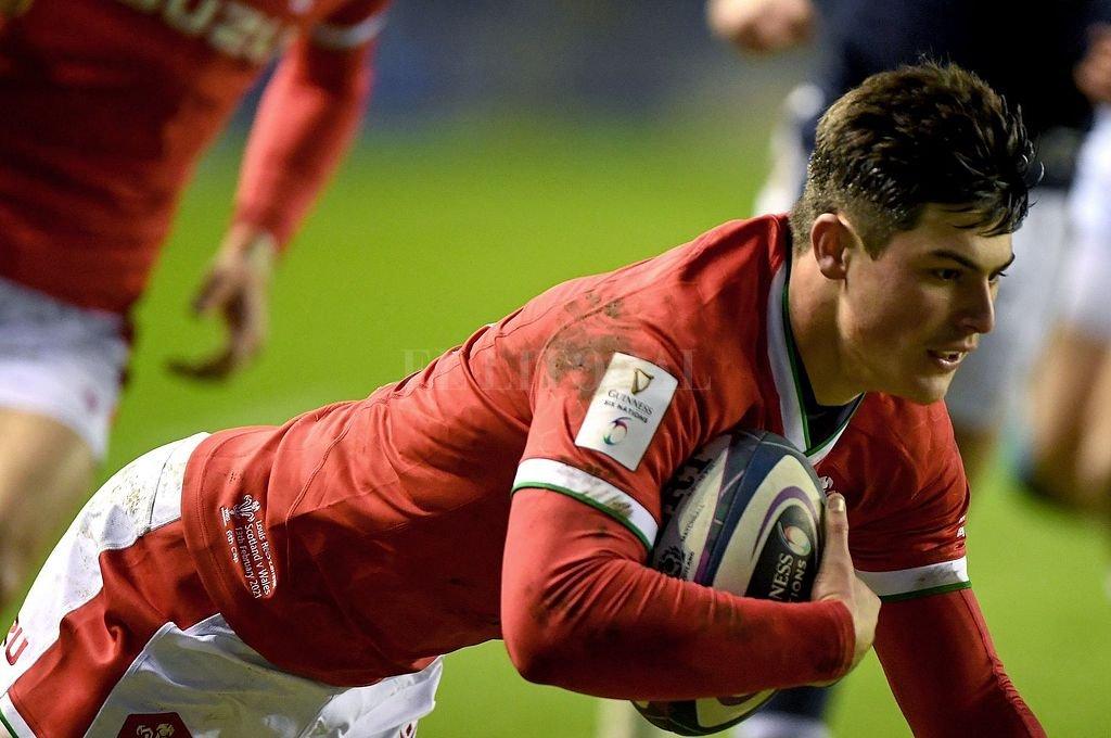 Louis Rees-Zammit: con apenas 20 años, el winger galés se está transformando en un baluarte del hasta ahora líder de la célebre competición. Crédito: Gentileza sixnations.com